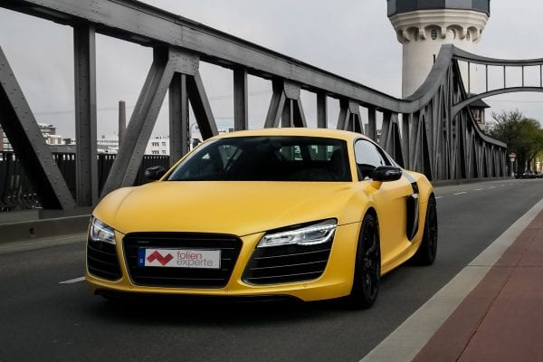 Vollfolierter Audi R8 in matt gelb.